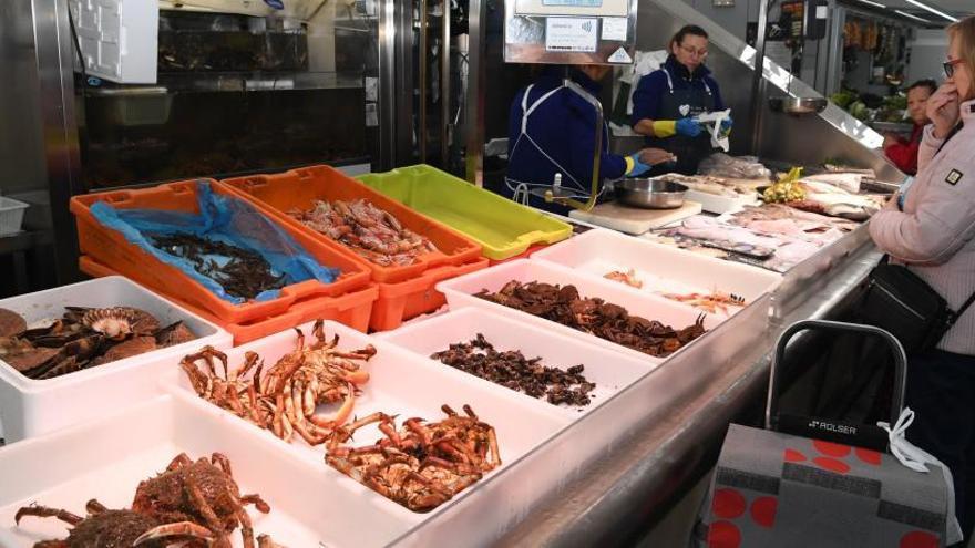 El kilo de percebe llega a 400 euros en A Coruña en vísperas de Nochebuena