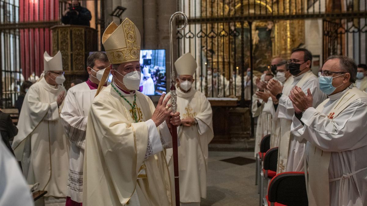 El obispo durante su ordenación como prelado de Zamora.