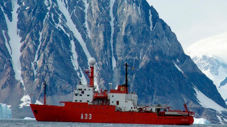 El 'Hespérides' visita La Luz tras dos meses en la Antártida