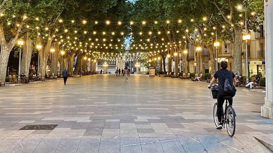 Figueres il·lumina les places per  fer una ciutat més «encesa i vital»
