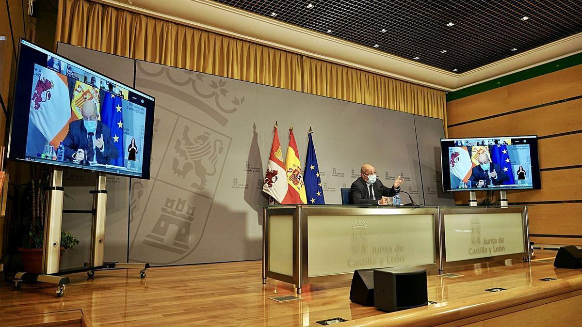 El vicepresidente Igea durante la rueda de prensa de ayer en Valladolid.   M. Chacón - Ical