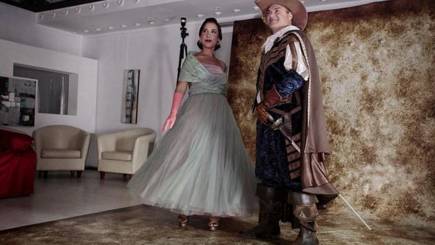 Augusto Hidalgo y Patricia Hernández se disfrazan por el Carnaval para Con Estilo
