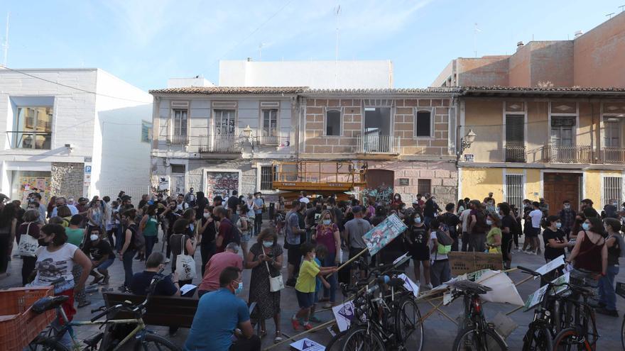 Protesta de los vecinos de Benimaclet contra el vallado de solares ocupados