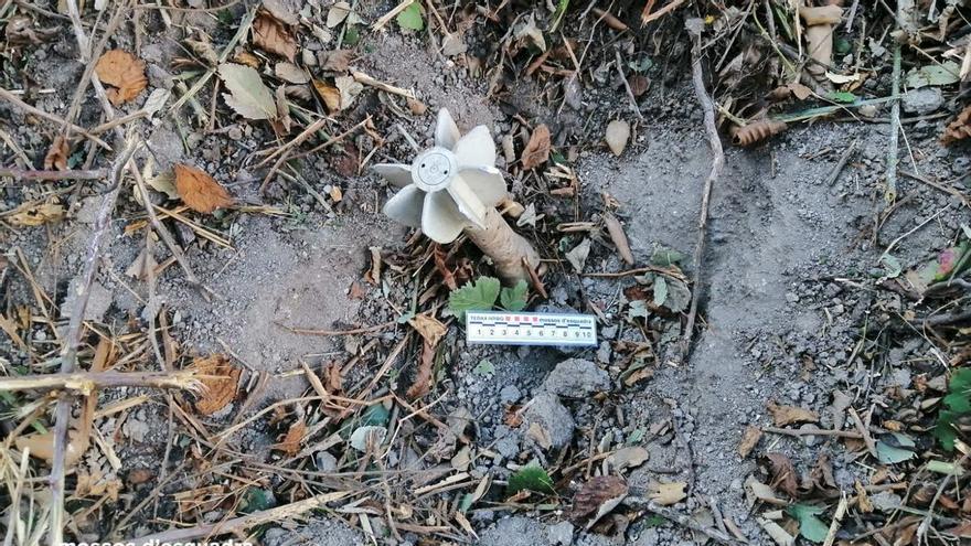 Localitzen una granada de morter en una àrea rural d'Espolla