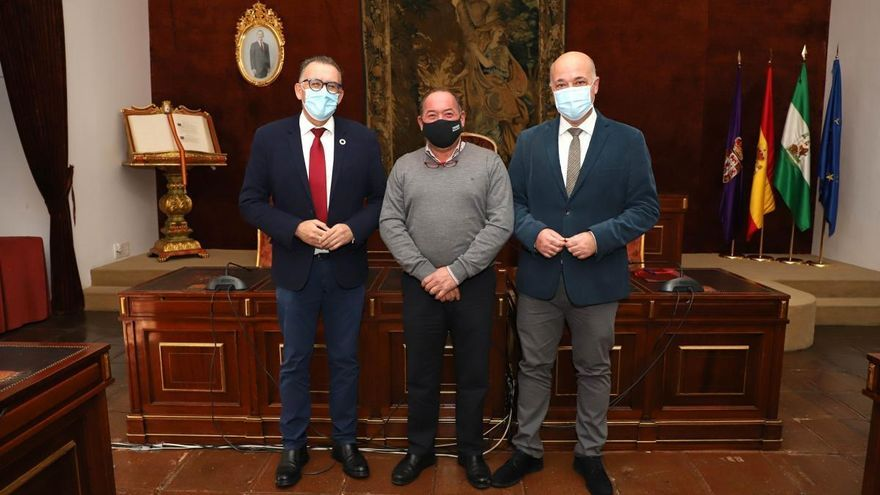 La Diputación de Córdoba invertirá 30.000 euros para reparar la piscina de Belalcázar
