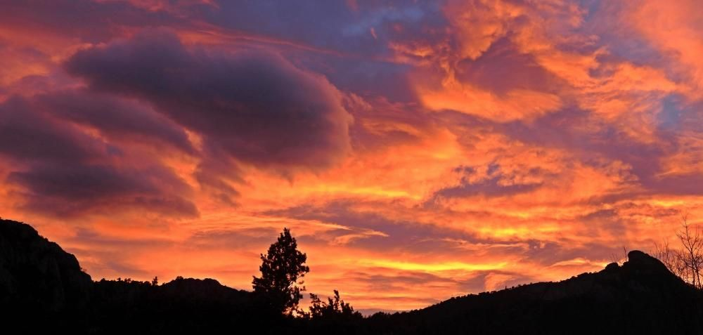 Posta de sol a Sant Llorenç de Morunys.