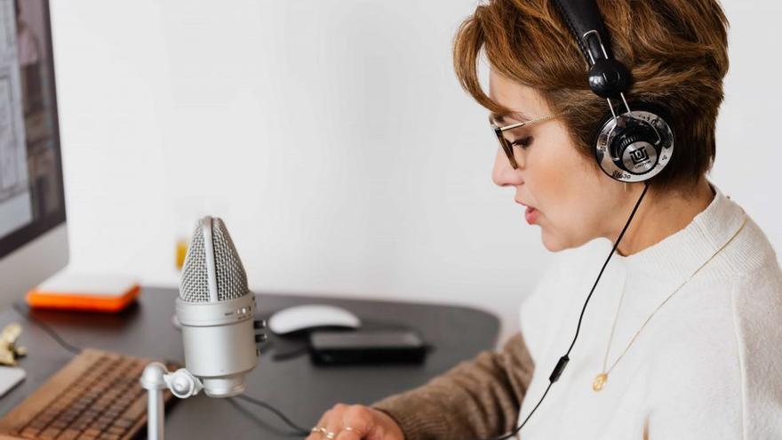Mejora tu equipo tecnológico con descuentos de más del 30% en auriculares, ordenadores…