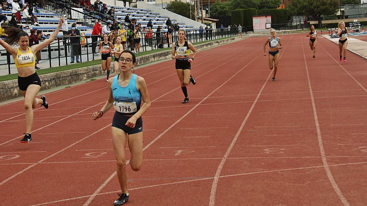 Marina Castelló se impuso en los 300 metros con un registro de 42.26.
