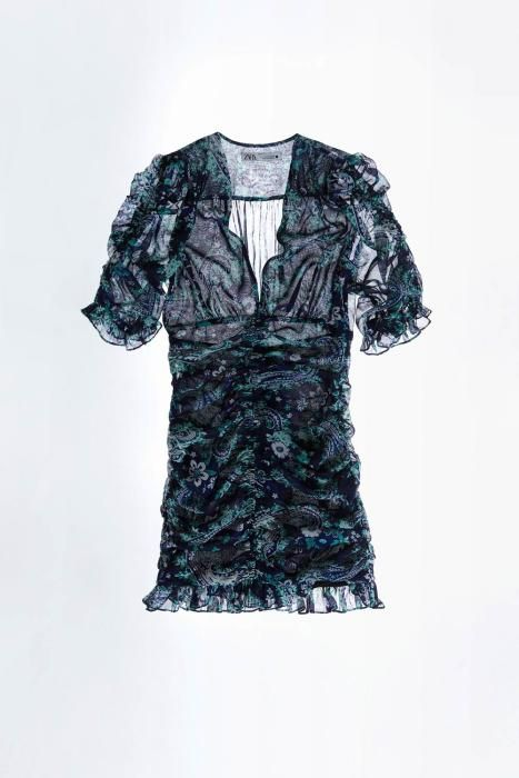 Vestido drapeado de Zara. (Precio: 39,95 euros)