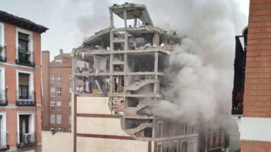 Una fuerte explosión destruye tres plantas de un edificio del centro de Madrid