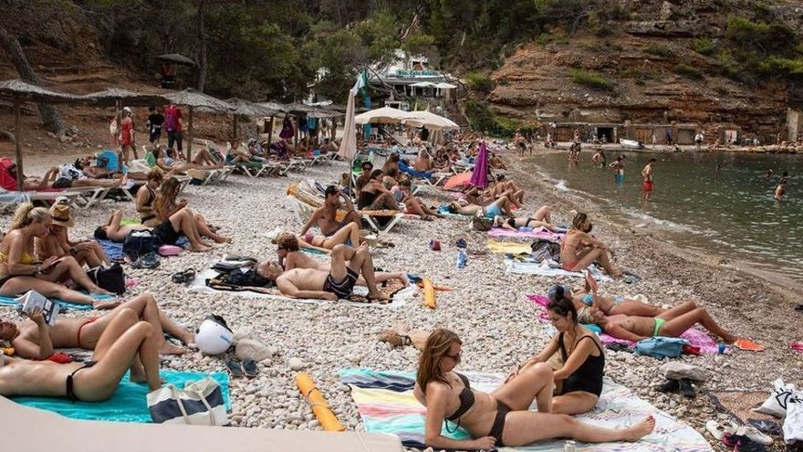 Stundenlang Schlange stehen für den Instagram-Strand - auf Ibiza ist es schon so weit