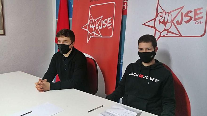 Juventudes Socialistas organiza una recogida de basura en zonas verdes