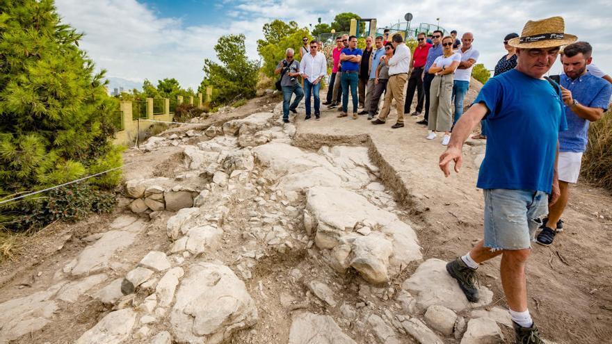 """Las excavaciones en el Tossal sacan a la luz nuevas estancias del """"castellum"""" romano"""