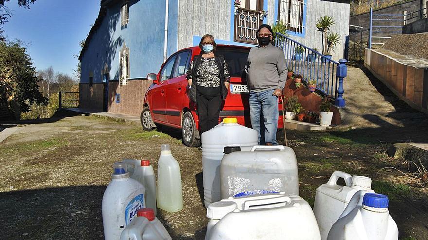 """Vivir sin agua en pleno centro de Asturias: """"Llevamos los platos y la ropa a lavar a Gijón"""""""