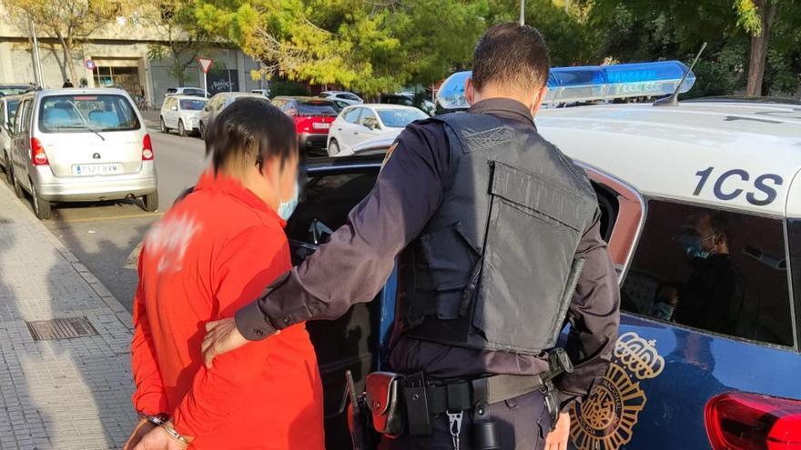 Detenido por retener y agredir a su mujer en Palma