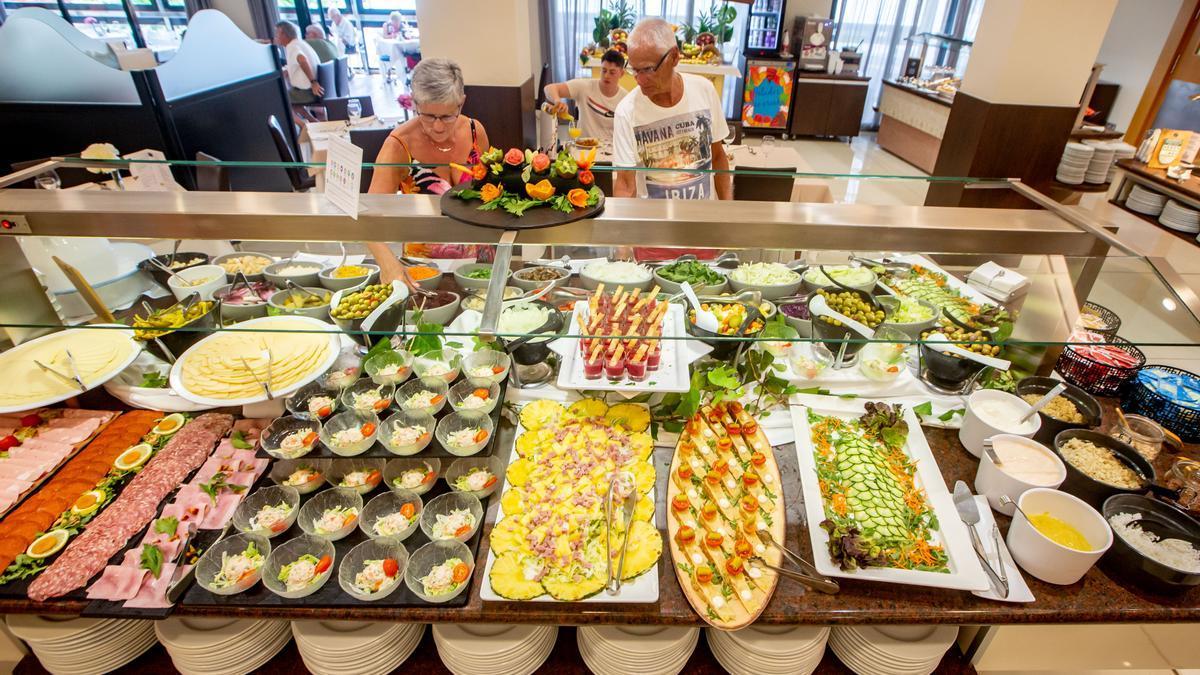 El buffet tradicional está prohibido por las medias contra el covid