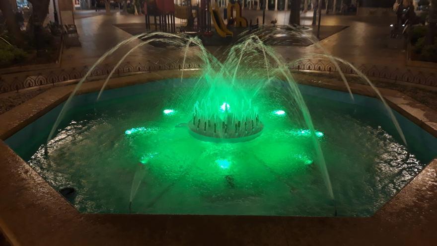 Alzira ilumina sus fuentes de verde para conmemorar el Día Internacional de la Miastenia