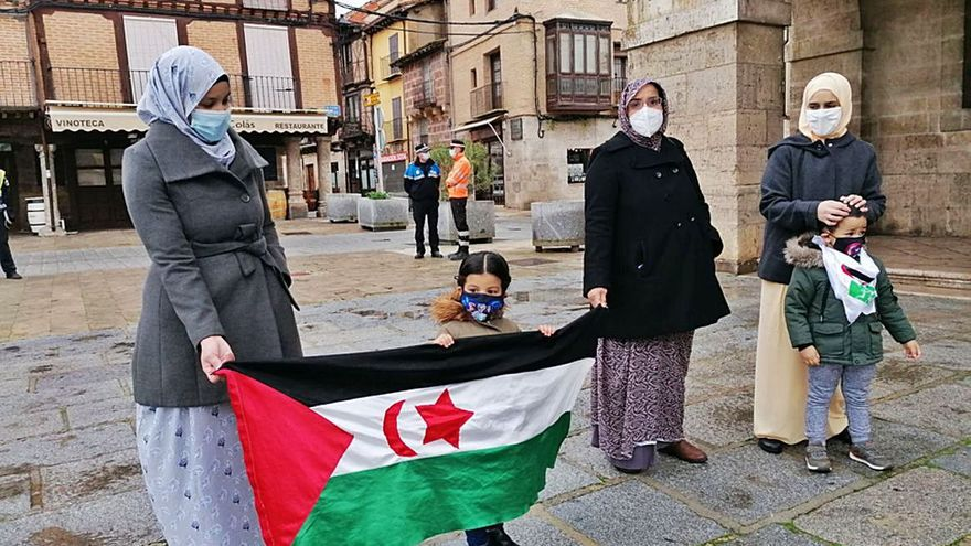 Toro apoya al pueblo saharaui con una concentración