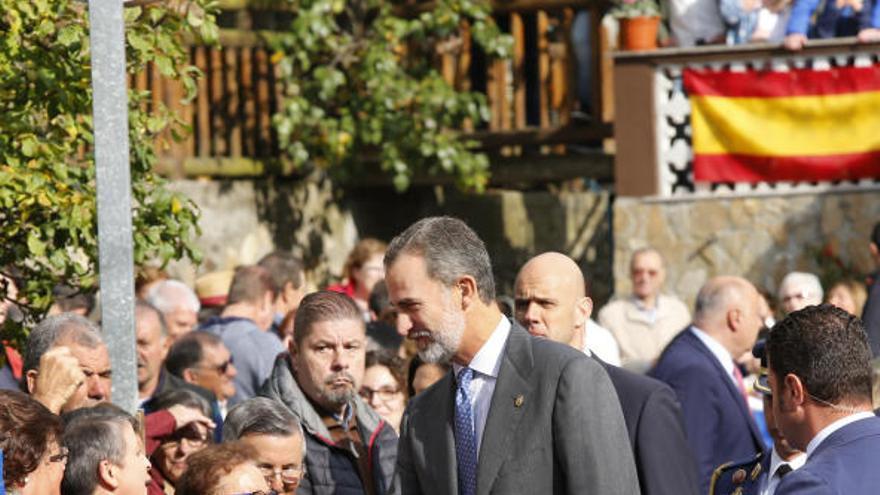 El Rey homenajea a la mujer rural en su visita a Moal