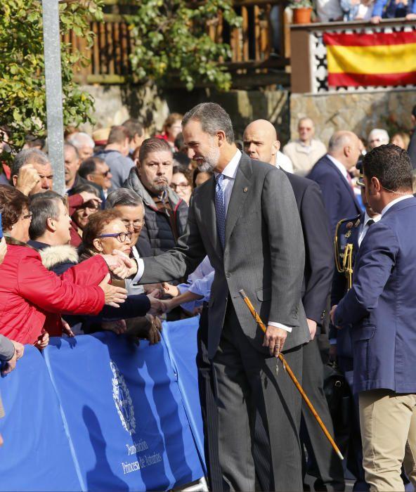 Los Reyes de España en la aldea de Moal.