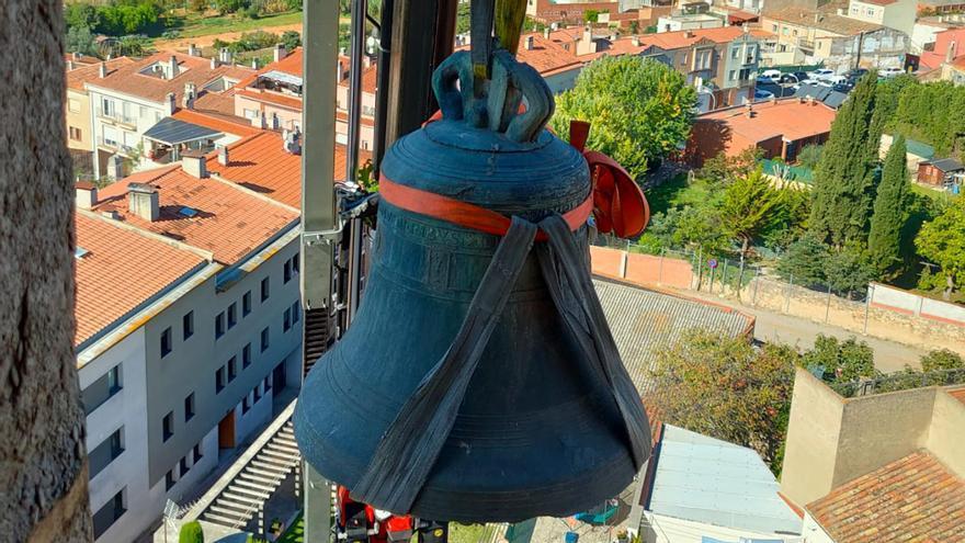 Despengen l'antiga campana de l'església de Cassà de la Selva després de 377 anys