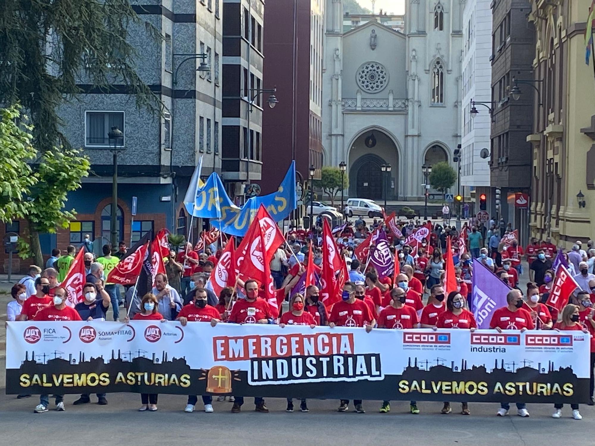 Manifestación en defensa de la industria asturiana en Langreo