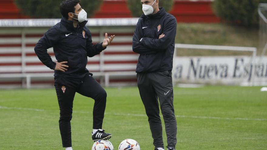 """Gallego, entrenador del Sporting: """"No renuncio a nada, pero el ascenso directo es difícil ya"""""""