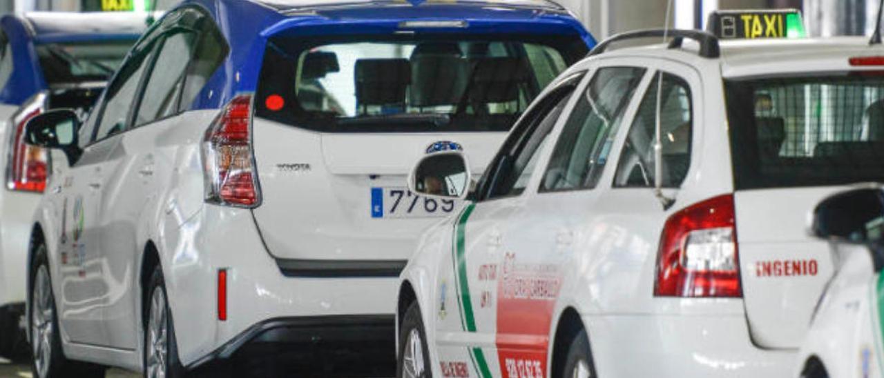 Imagen de archivo de taxis.