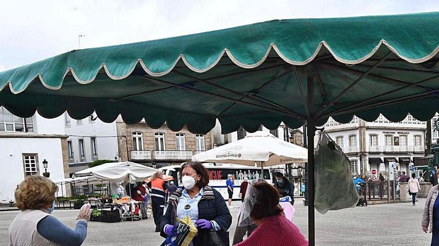 Betanzos retoma la feria mensual tras acercar posturas con los vendedores