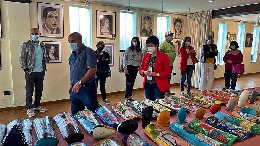 O Rosal muestra las pinturas de cinco artistas locales