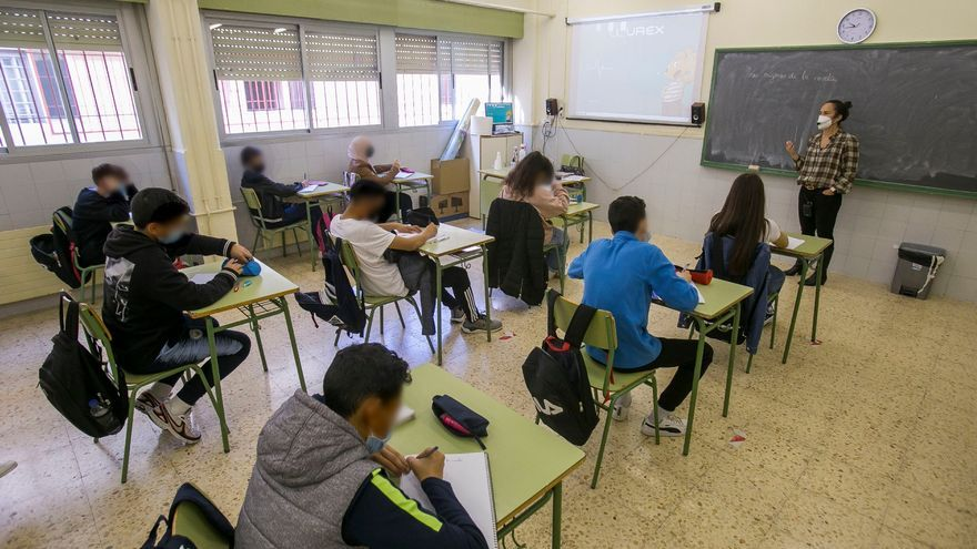 Clases de refuerzo de Valenciano e Inglés ante la bajada de rendimiento de los alumnos de Bachillerato