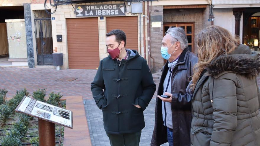 Benavente instala en Santa María una placa para conmemorar la aparición de varias lápidas del siglo XV