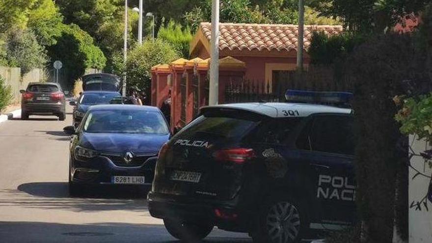 La Policía Nacional registra durante cinco horas y media el domicilio de Carlos Fabra