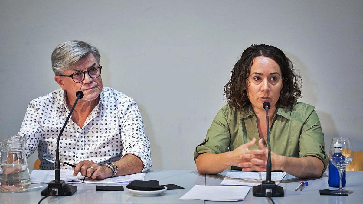 El director del Palau, Vicent Ros, y la presidenta de la entidad, Glòria Tello.   LEVANTE-EMV
