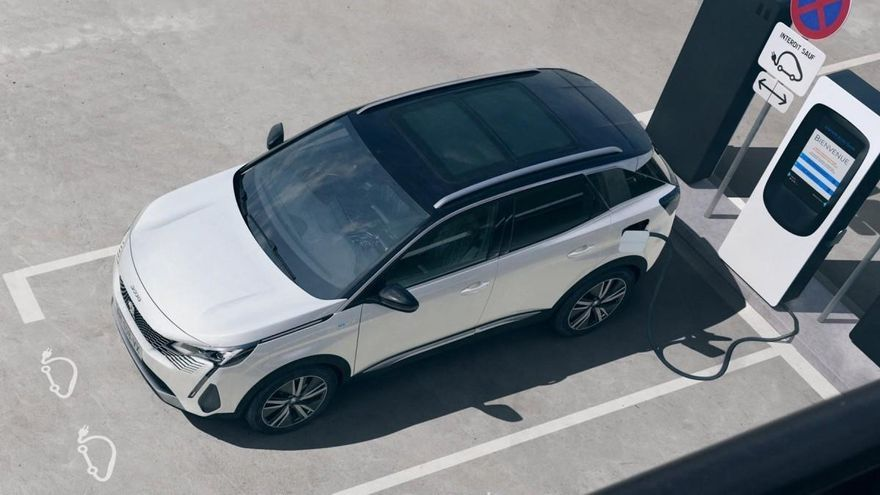 Los 10 coches eléctricos e híbridos enchufables más vendidos en octubre