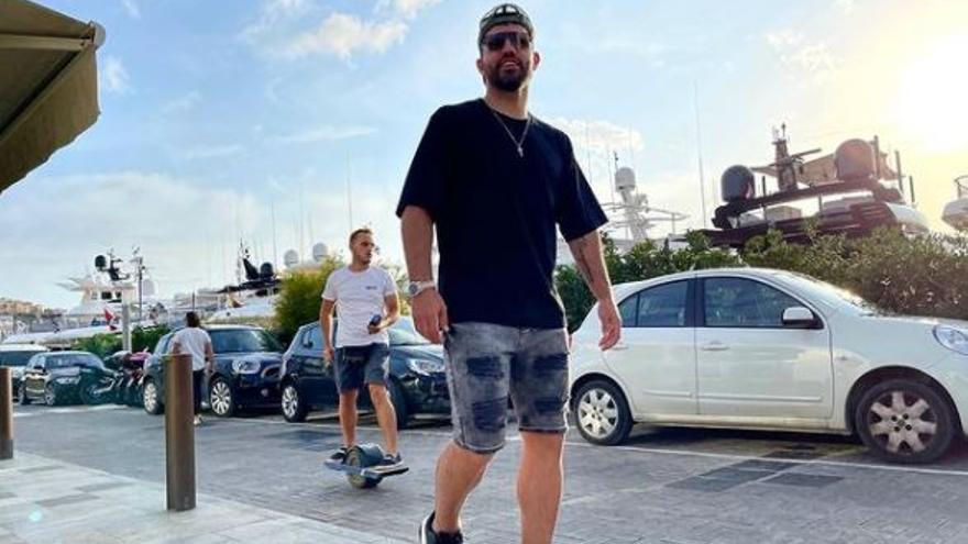 El Kun Agüero y Sofía Calzetti disfrutan juntos del verano en Ibiza