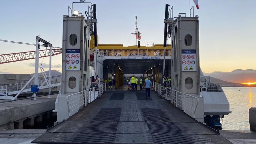 Llegada del ferri de Fred. Olsen al nuevo atraque en el puerto de Playa Blanca, en Lanzarote (15/09/2021)