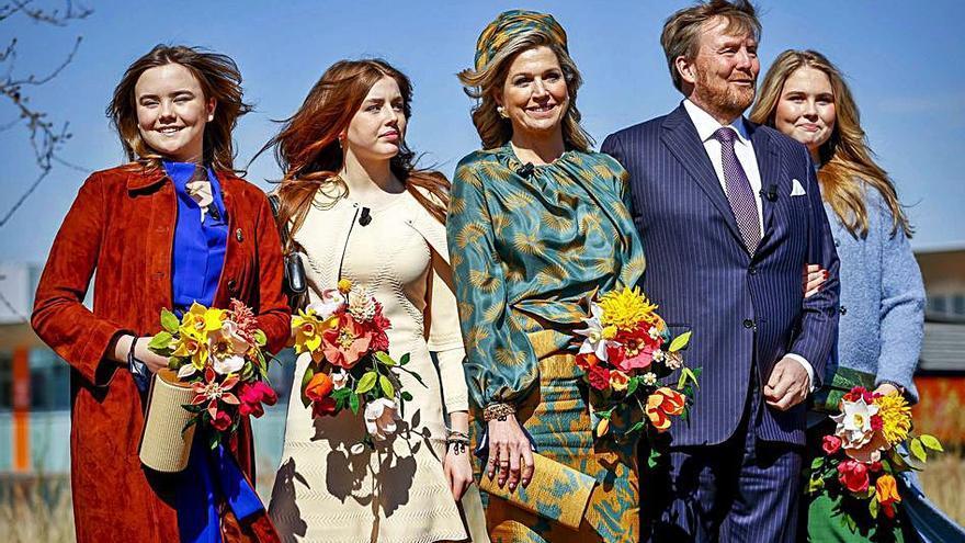 Alexia de Holanda triunfa con un minivestido de Maje