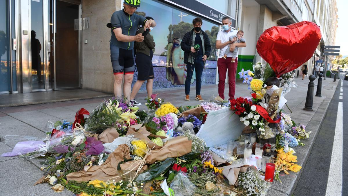 Altar en homenaje a Samuel Luiz en avenida de Buenos Aires.