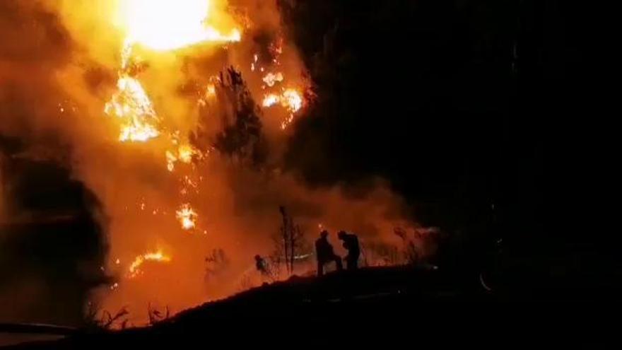 Desalojados 300 vecinos por el incendio de La Palma