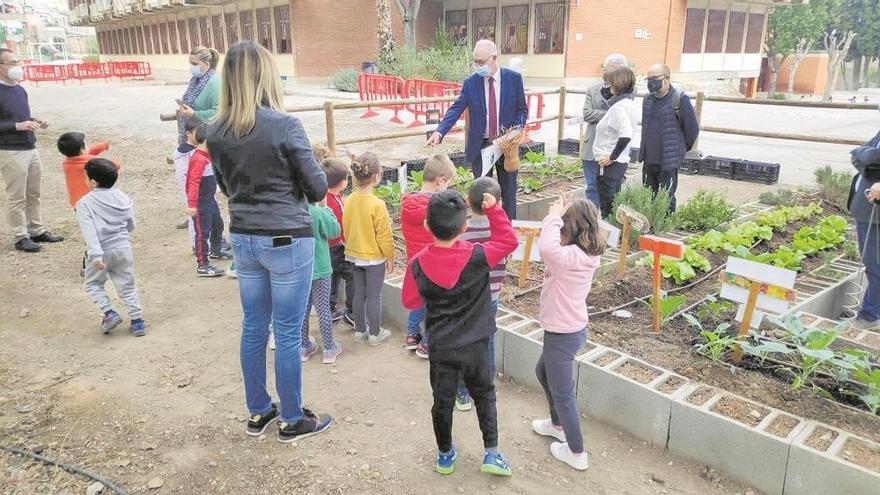 Concurso de espantapájaros de los huertos escolares