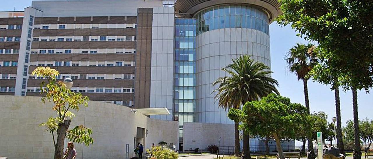 El acusado fue llevado al Hospital Universitario de Canarias (HUC).