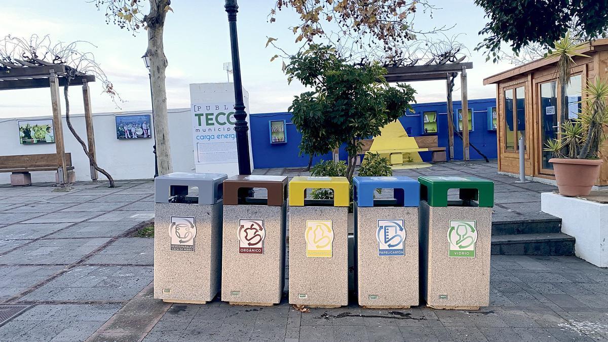 Nuevos contenedores para reciclaje en El Pinar.