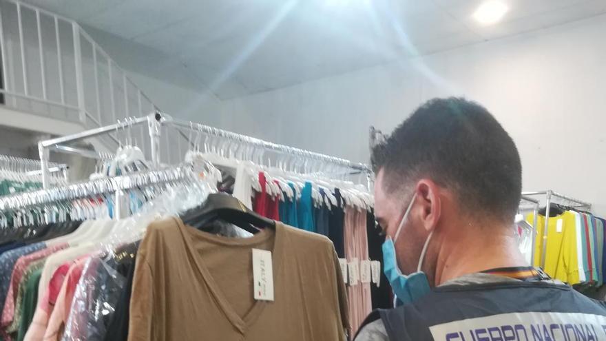 Seis detenidos por vender ropa falsificada en el polígono Guadalhorce