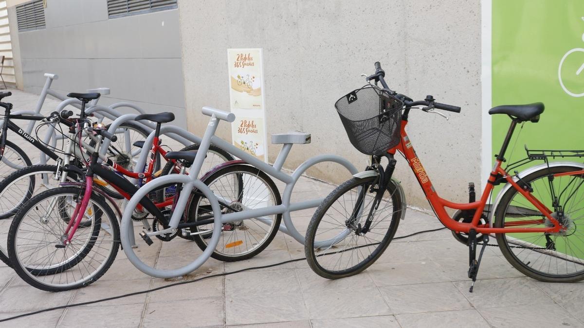 Aparcamiento de bicicletas en Murcia.
