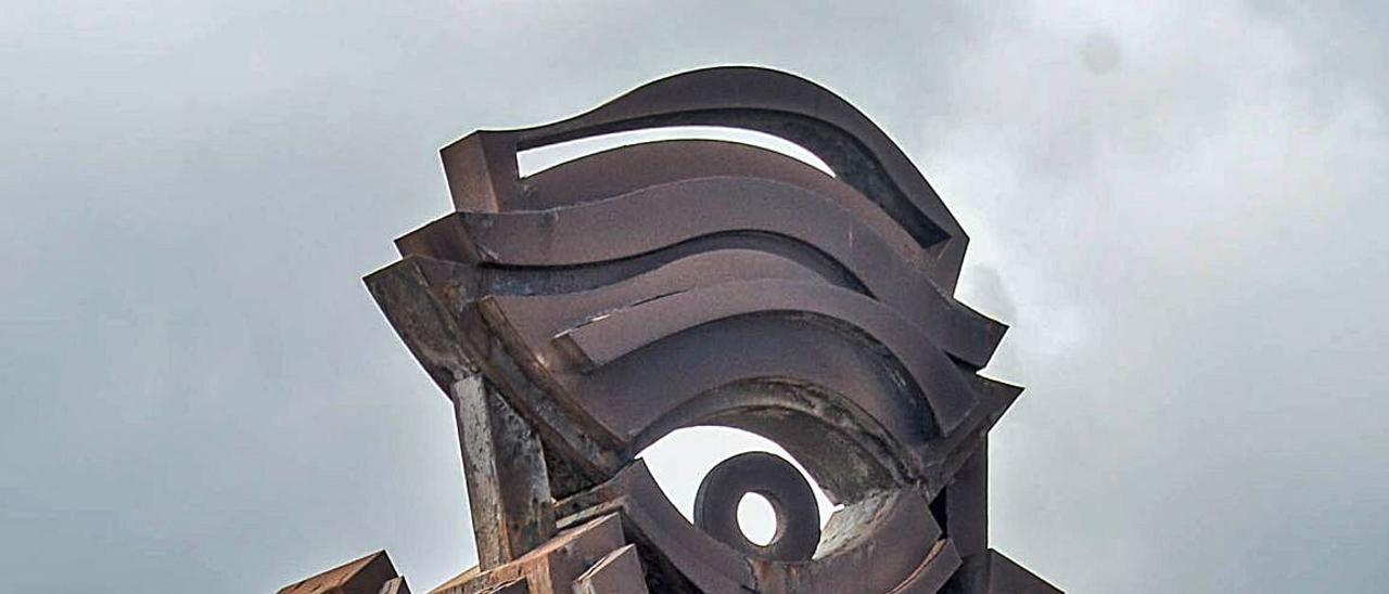 'La mirada' de Sergil Gil, junto al centro comercial de Las Terrazas. | | JOSE CARLOS GUERRA