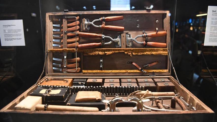 El Muncyt  incorpora a su colección un baúl portátil de veterinaria del siglo XX