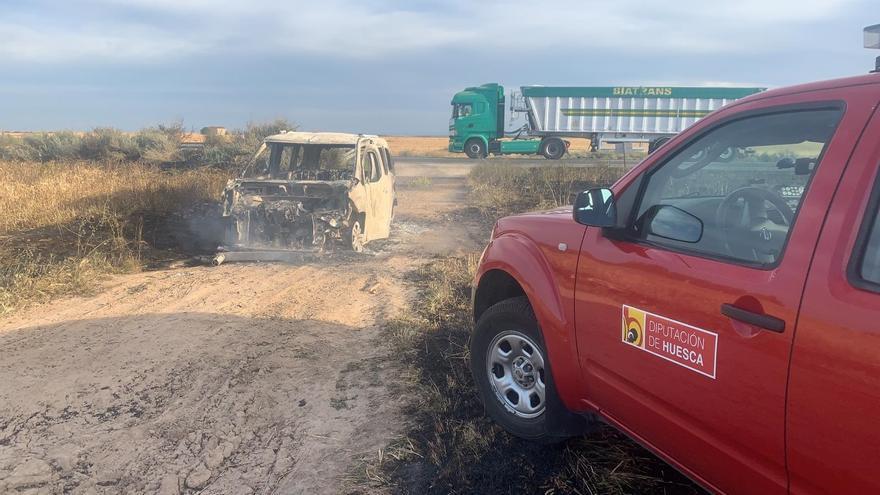 Arden 10 hectáreas en Fraga tras prenderse fuego un vehículo