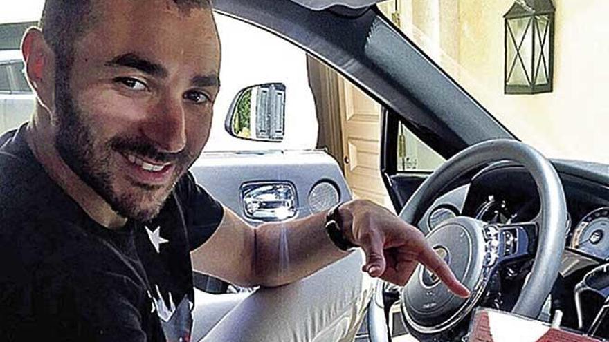 Karim Benzema para en Illetes para descansar y comer