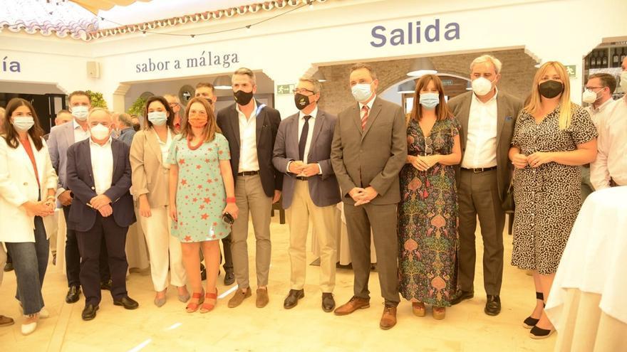 Salado y Ortiz inauguran el Mercado Gourmet Sabor a Málaga de Torremolinos